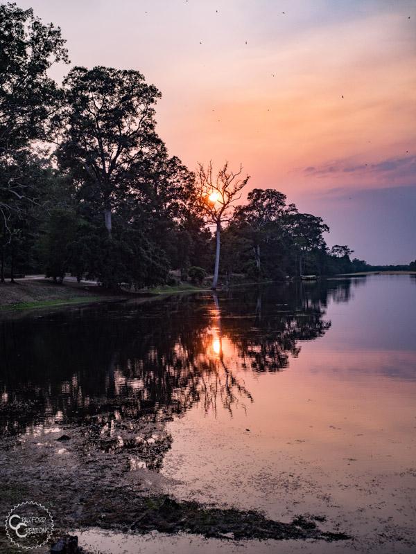 angkor-thom-moat-sunset