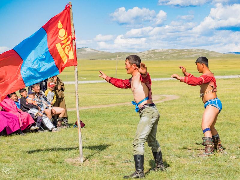 mongolian-wrestling-naadam